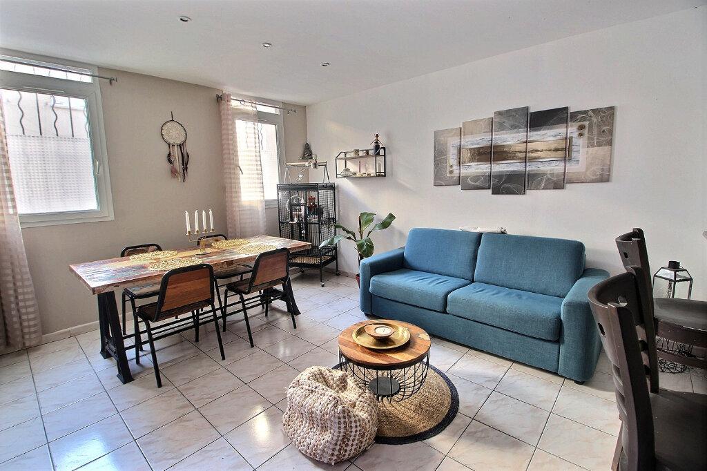 Appartement à louer 3 60m2 à Marseille 5 vignette-1