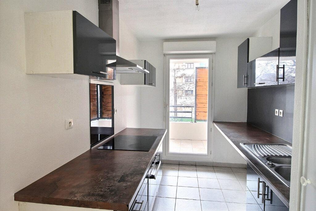 Appartement à louer 3 60m2 à Marseille 13 vignette-2