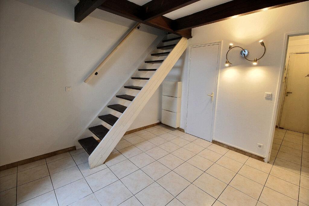 Appartement à louer 1 30.5m2 à Marseille 4 vignette-1