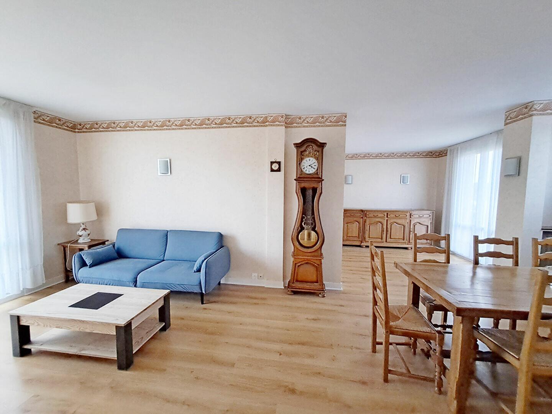 Appartement à louer 4 74.25m2 à Fontainebleau vignette-1