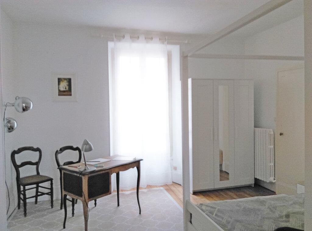 Appartement à louer 2 34m2 à Fontainebleau vignette-4