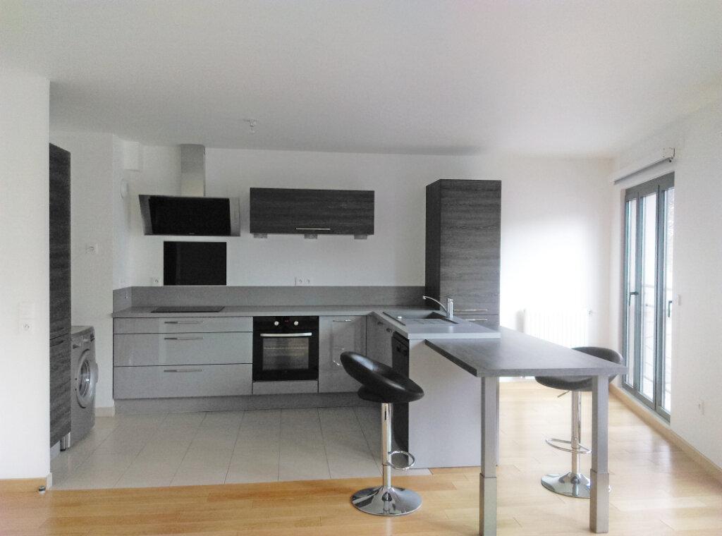 Appartement à louer 4 92m2 à Fontainebleau vignette-1