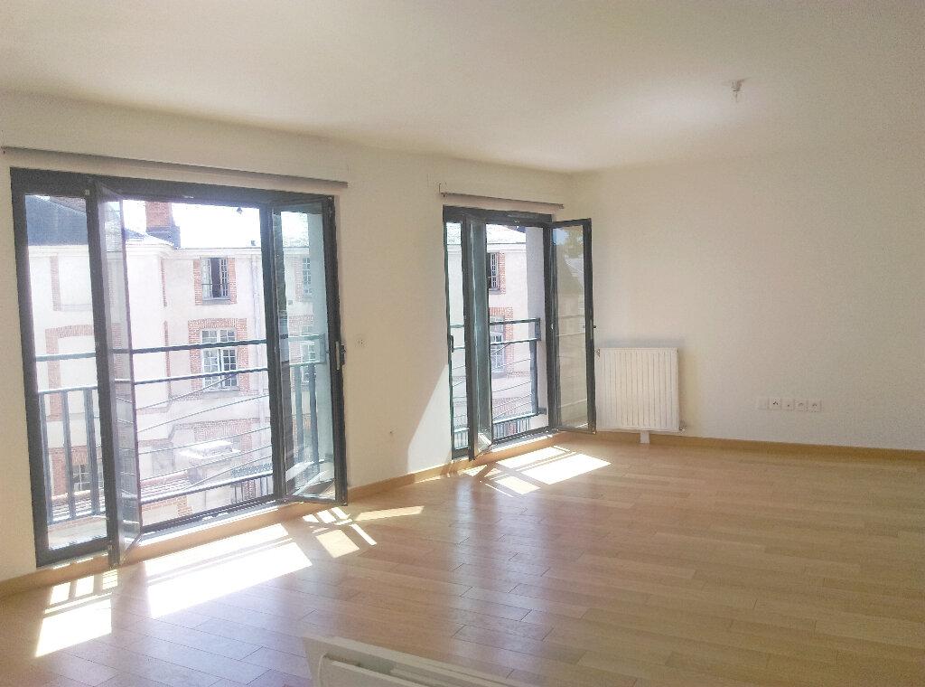 Appartement à louer 4 92m2 à Fontainebleau vignette-2