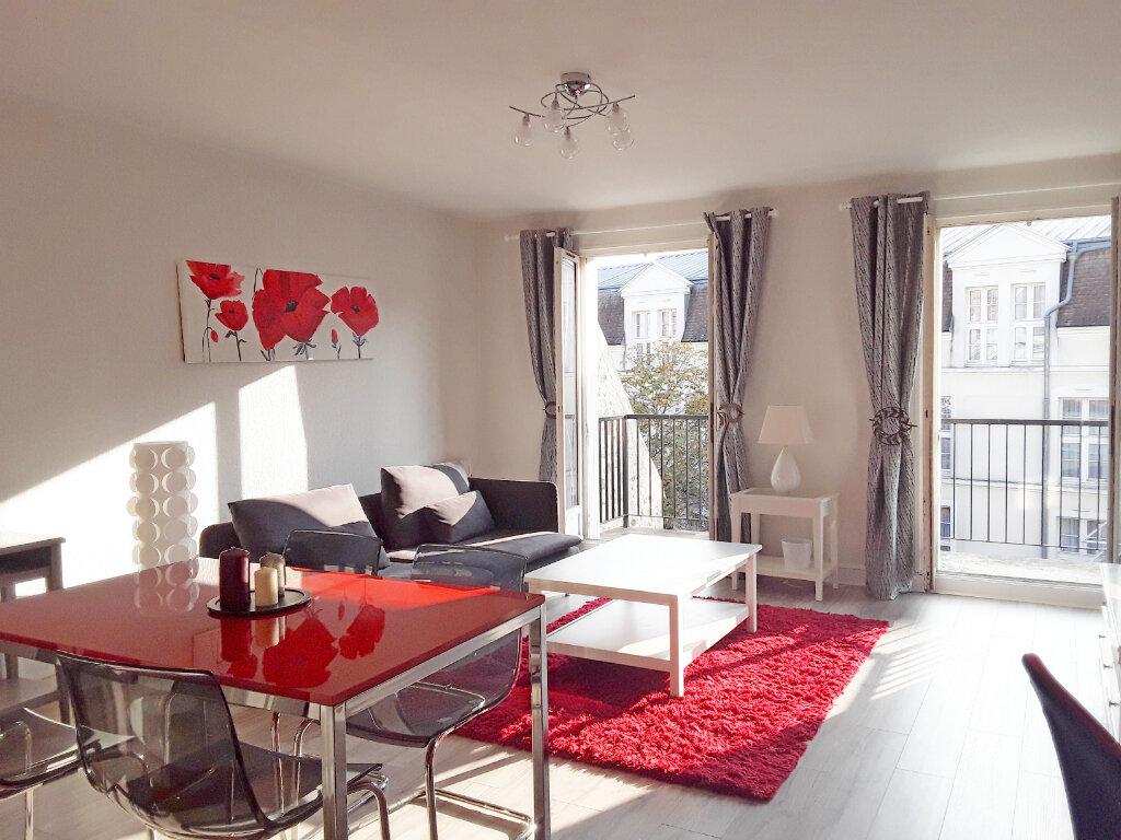 Appartement à louer 2 59.92m2 à Fontainebleau vignette-1