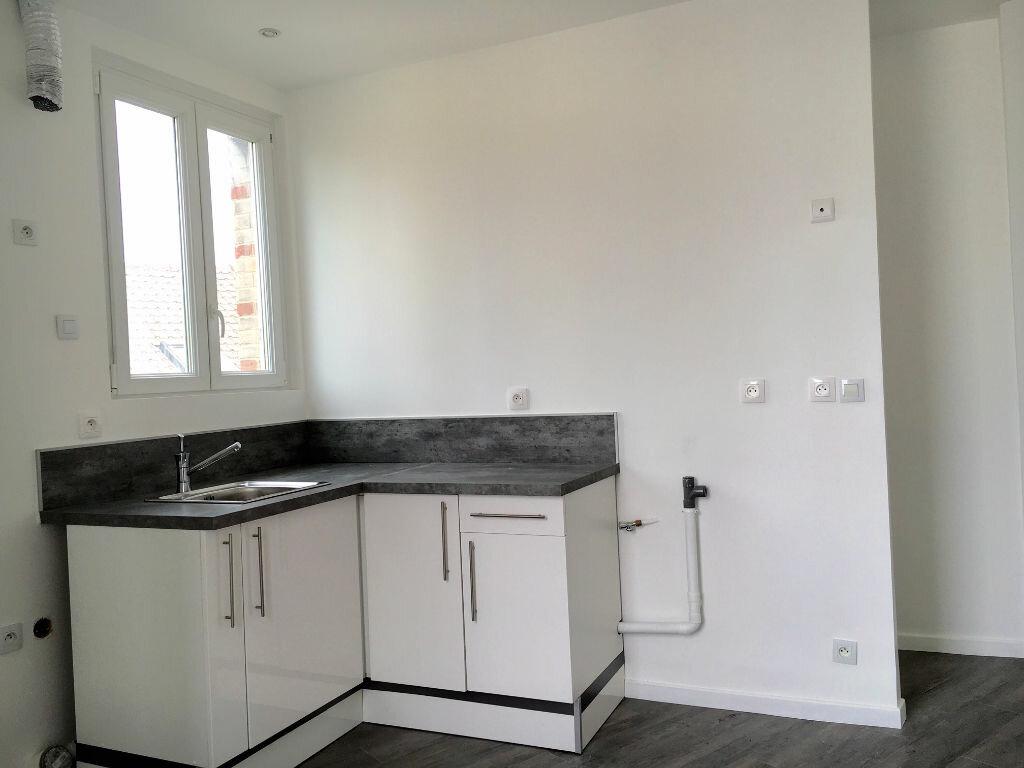 Appartement à vendre 2 28m2 à Neuilly-sur-Marne vignette-2