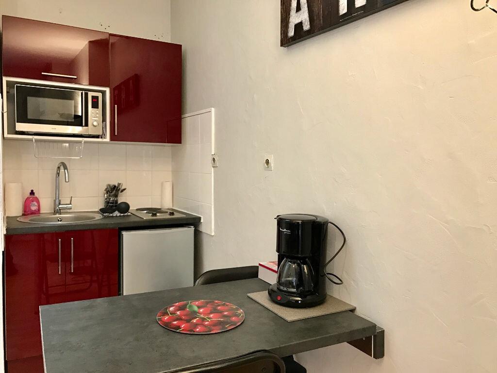 Appartement à louer 1 16m2 à Paris 17 vignette-3