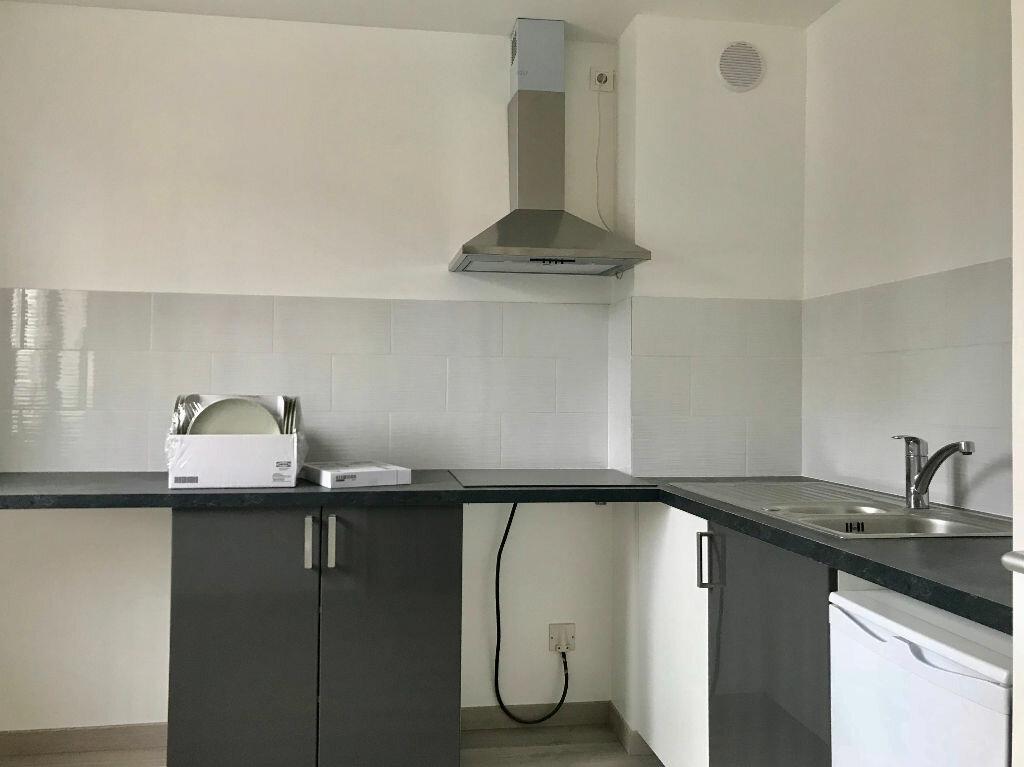 Appartement à louer 3 70m2 à Neuilly-sur-Marne vignette-2