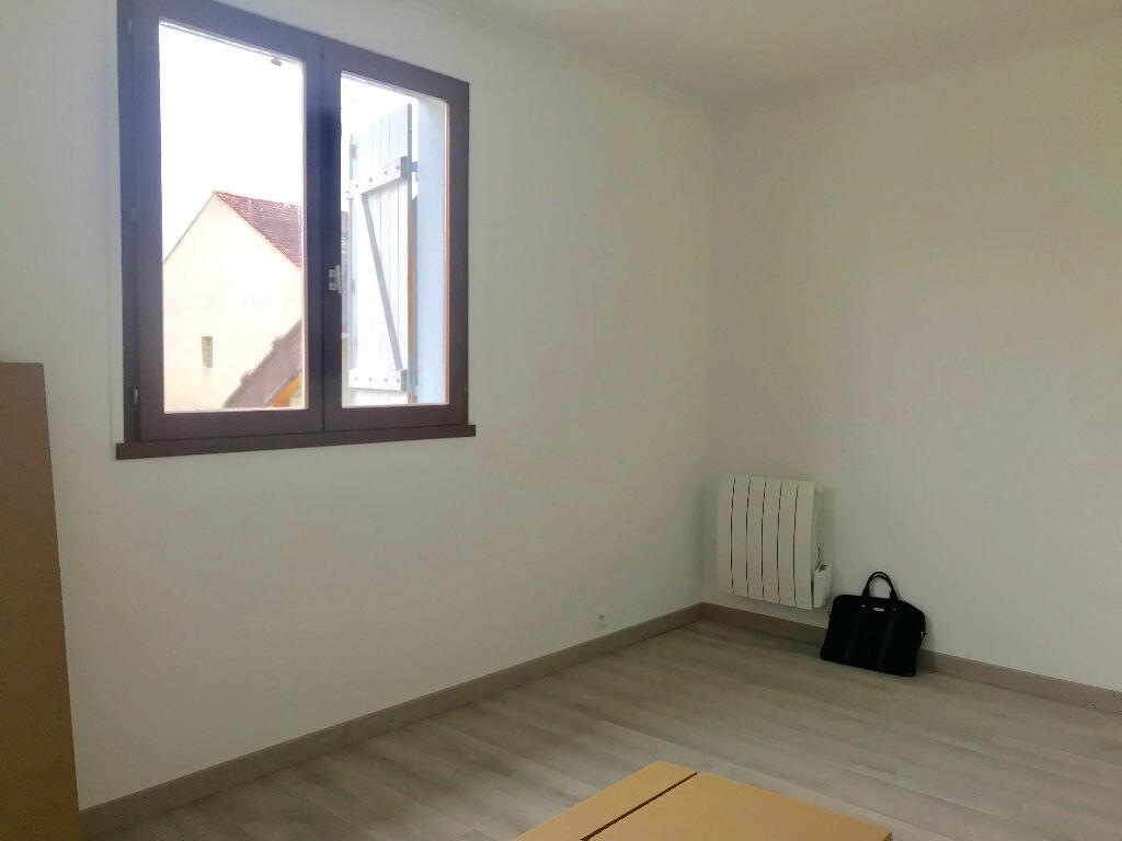 Appartement à louer 3 70m2 à Neuilly-sur-Marne vignette-5