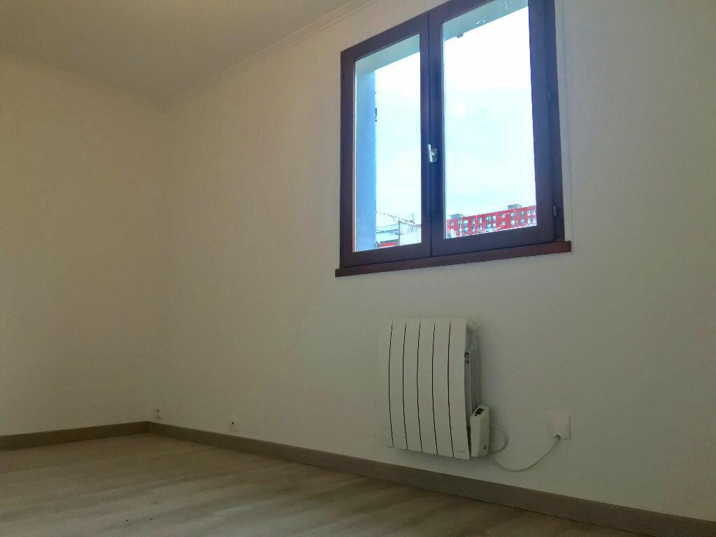 Appartement à louer 3 70m2 à Neuilly-sur-Marne vignette-7