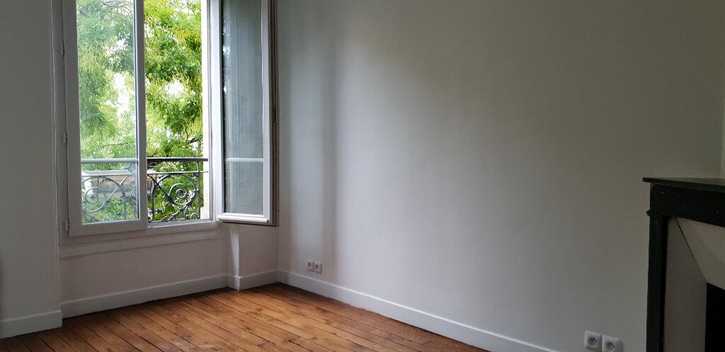 Appartement à louer 2 27m2 à Paris 11 vignette-1