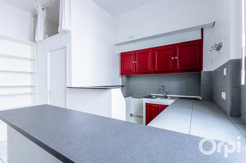 Appartement à louer 1 31.37m2 à Paris 20 vignette-1