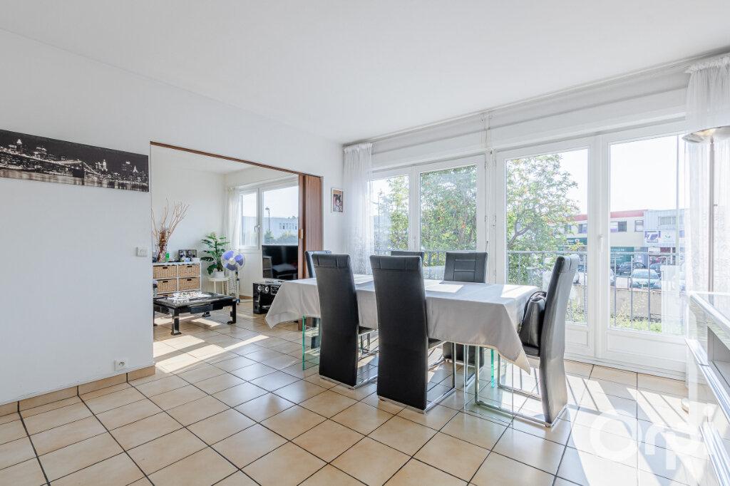 Appartement à vendre 4 75m2 à Livry-Gargan vignette-1