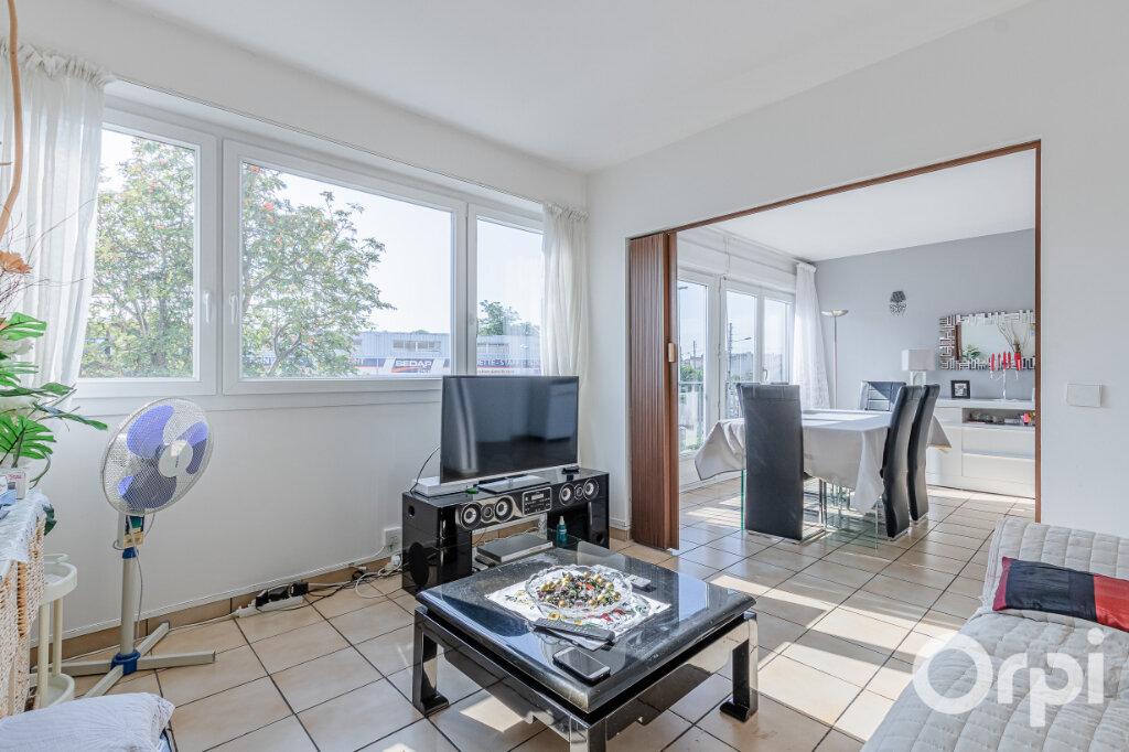 Appartement à vendre 4 75m2 à Livry-Gargan vignette-4