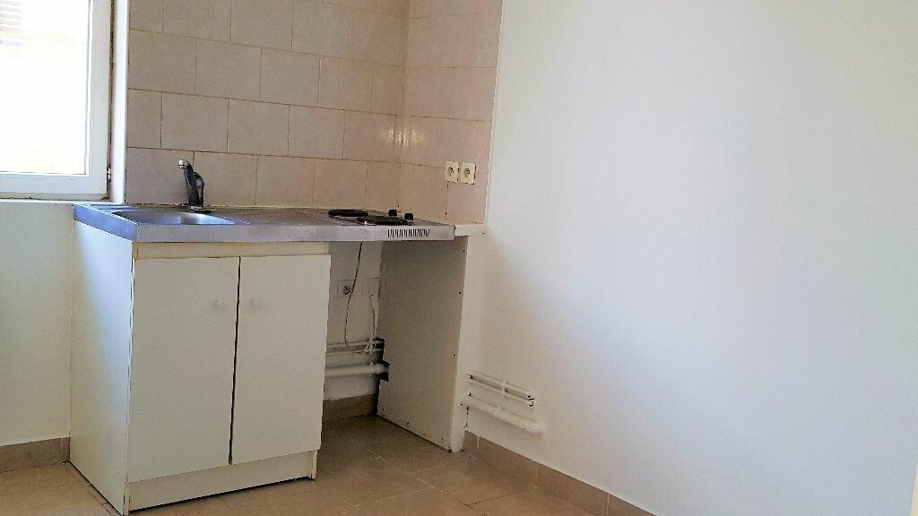 Appartement à louer 1 30m2 à Livry-Gargan vignette-1