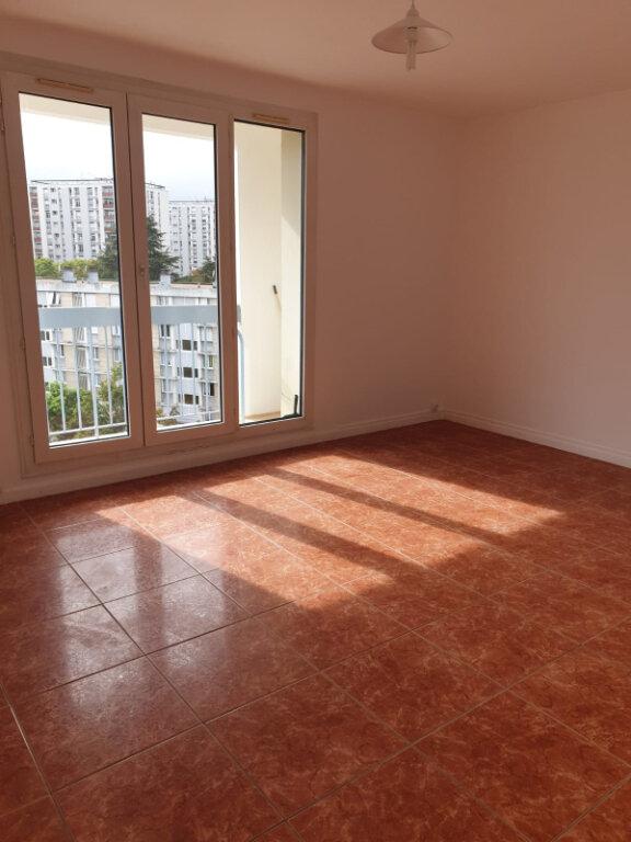 Appartement à louer 4 72.76m2 à Aulnay-sous-Bois vignette-1