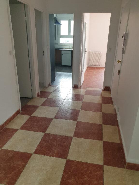 Appartement à louer 4 72.76m2 à Aulnay-sous-Bois vignette-3