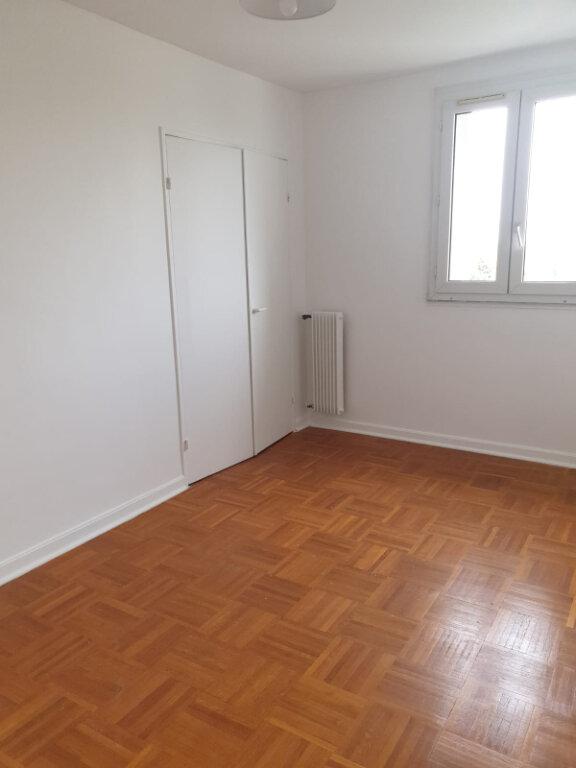 Appartement à louer 4 72.76m2 à Aulnay-sous-Bois vignette-4