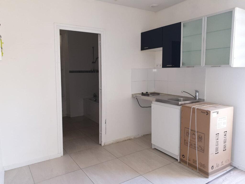 Appartement à louer 2 35m2 à Rosny-sous-Bois vignette-2