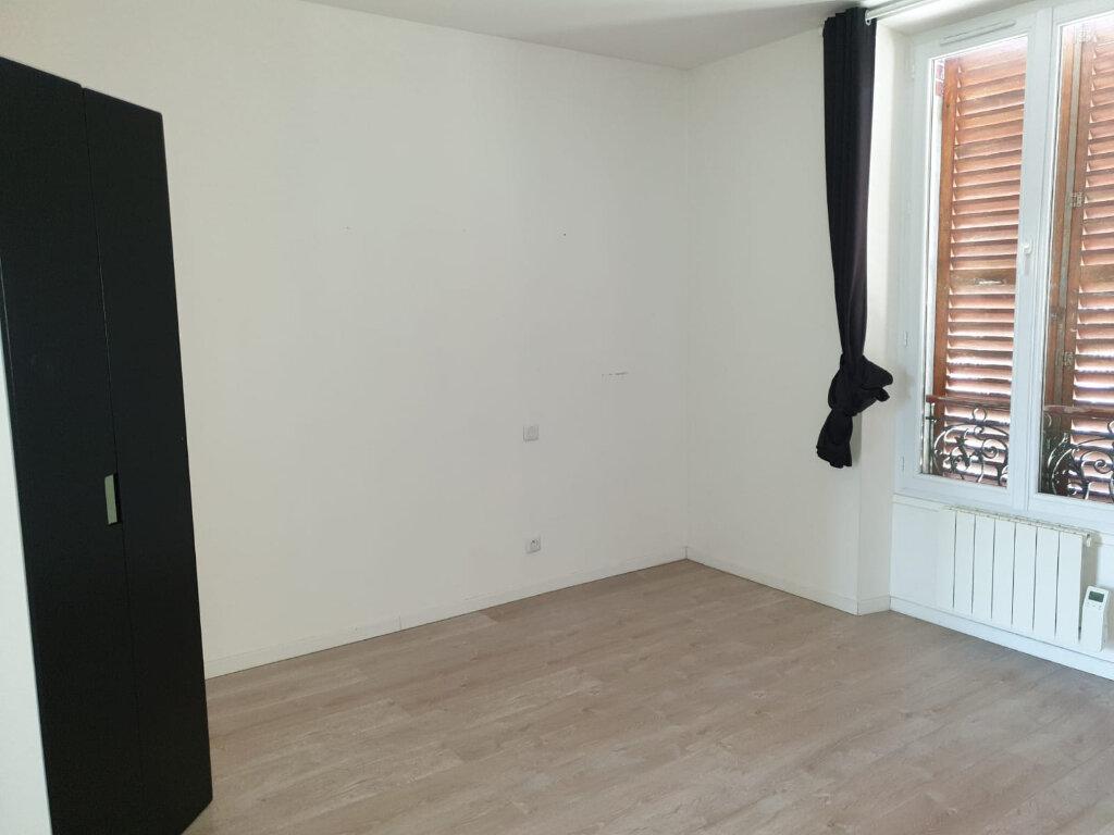 Appartement à louer 2 35m2 à Rosny-sous-Bois vignette-1