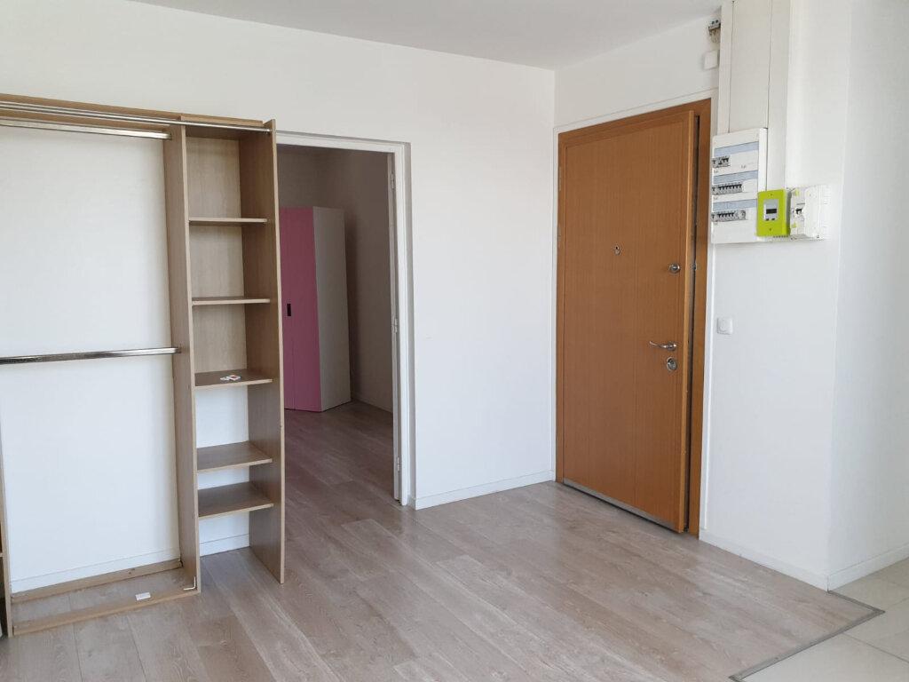 Appartement à louer 2 35m2 à Rosny-sous-Bois vignette-3
