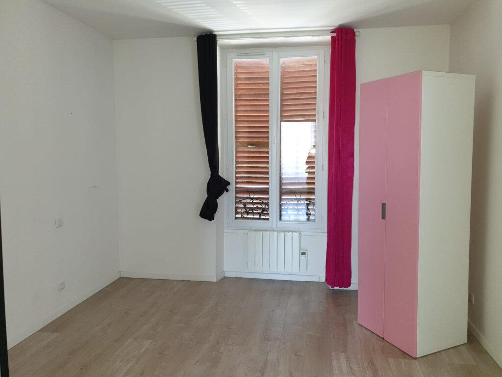 Appartement à louer 2 35m2 à Rosny-sous-Bois vignette-4