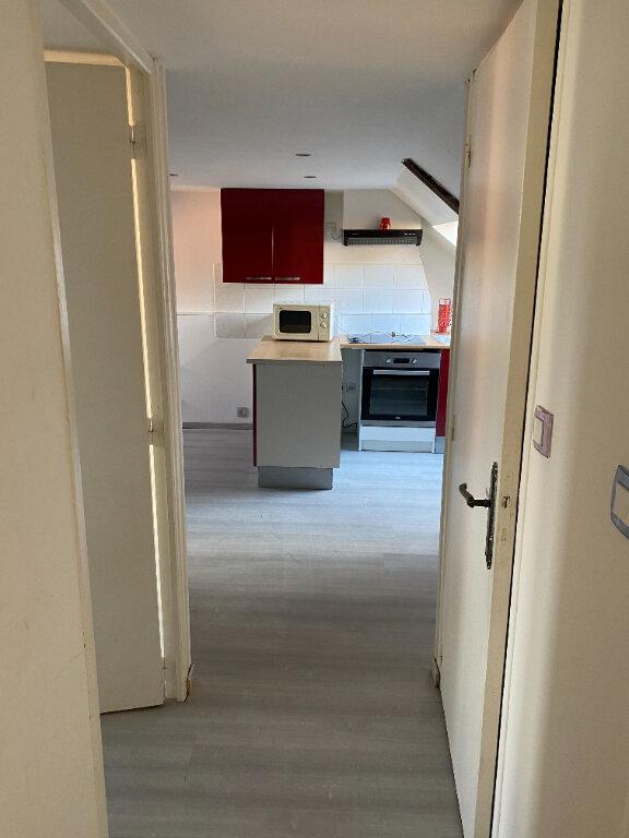 Appartement à louer 2 22m2 à Saint-Quentin vignette-2