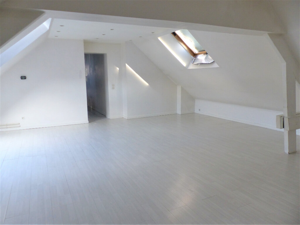 Appartement à vendre 3 72m2 à Saint-Quentin vignette-1