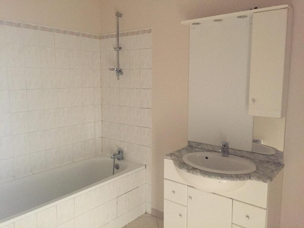 Appartement à louer 4 90m2 à Saint-Quentin vignette-3