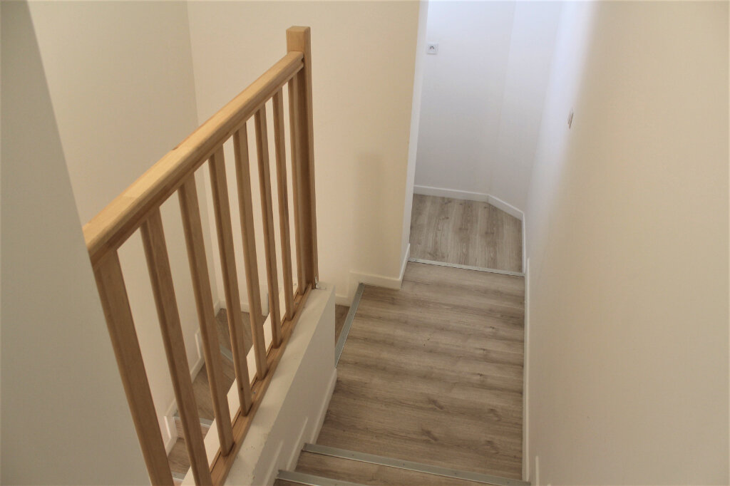 Maison à vendre 8 198m2 à Saint-Quentin vignette-9