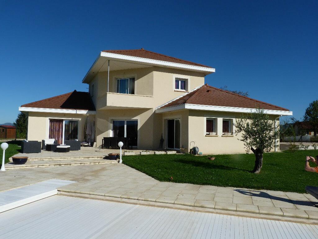 Maison à vendre 7 180m2 à Les Avenières vignette-1
