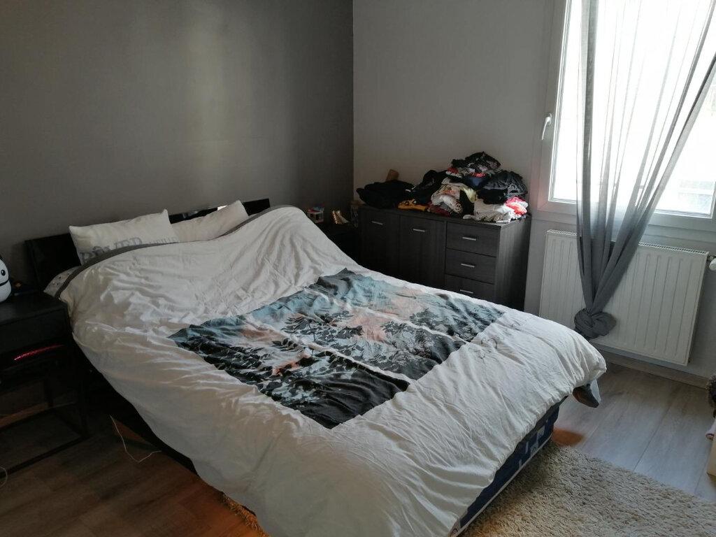 Appartement à louer 2 53m2 à Vénissieux vignette-3