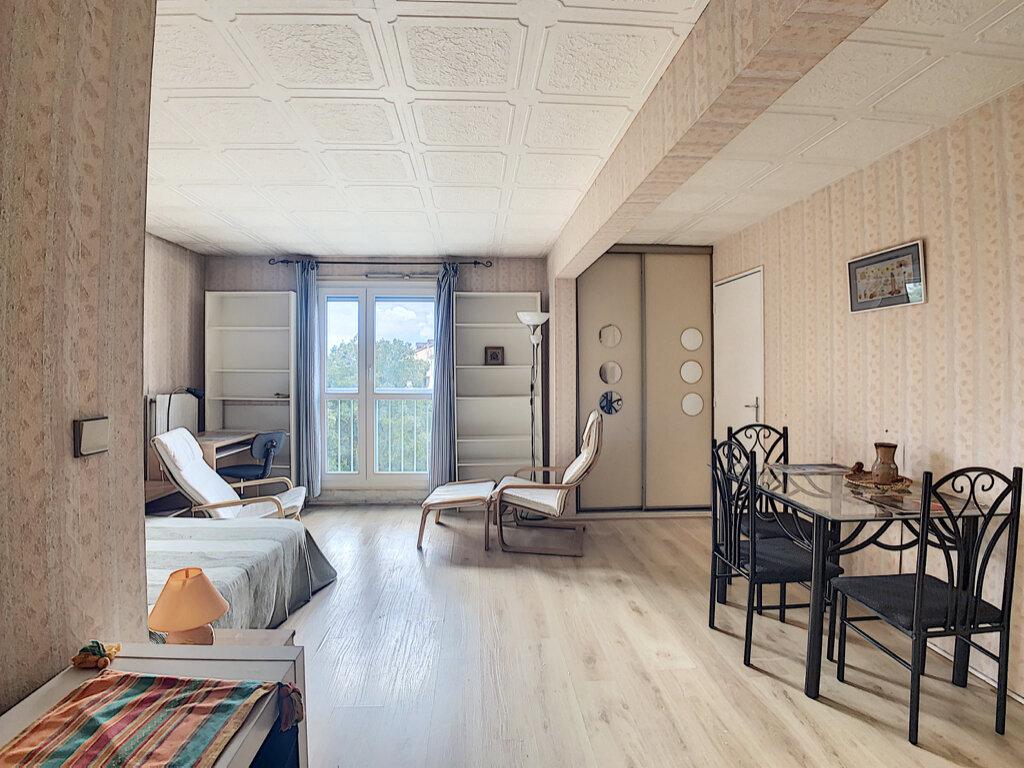 Appartement à louer 1 32.04m2 à Les Ulis vignette-1