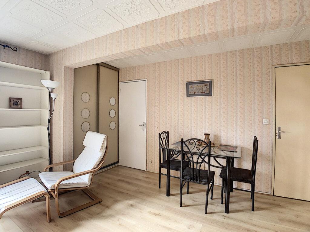 Appartement à louer 1 32.04m2 à Les Ulis vignette-4