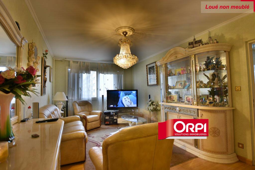 Appartement à louer 5 101m2 à Saint-Priest vignette-1