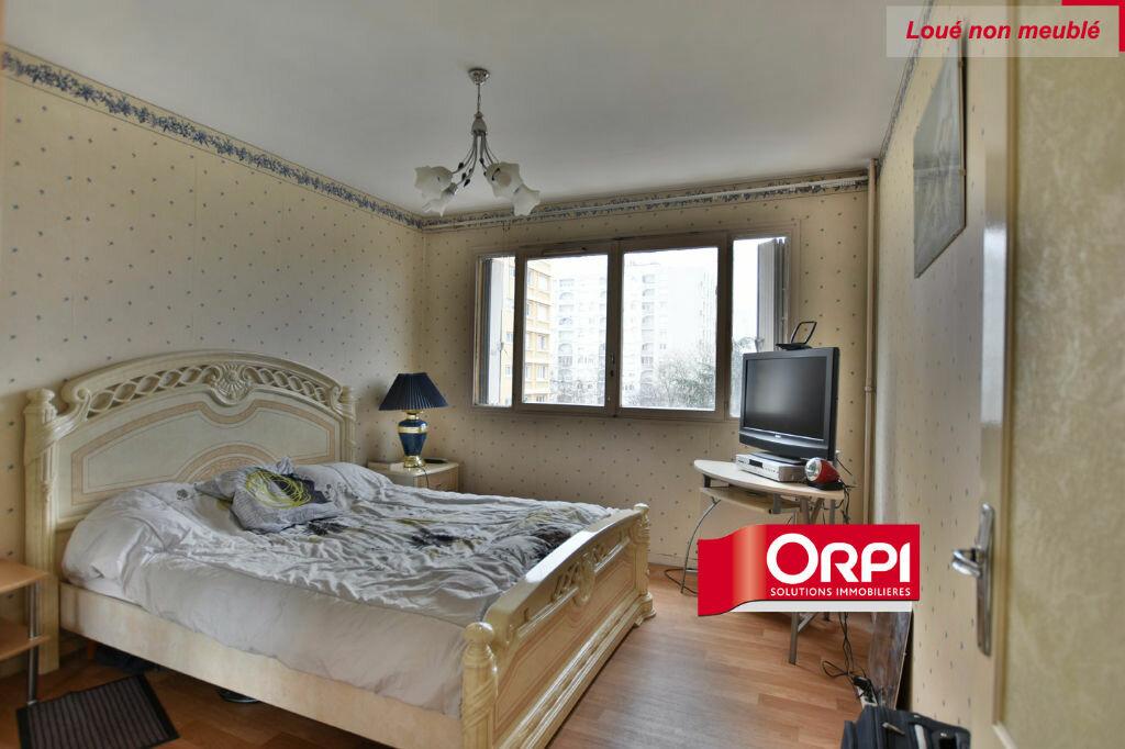 Appartement à louer 5 101m2 à Saint-Priest vignette-4