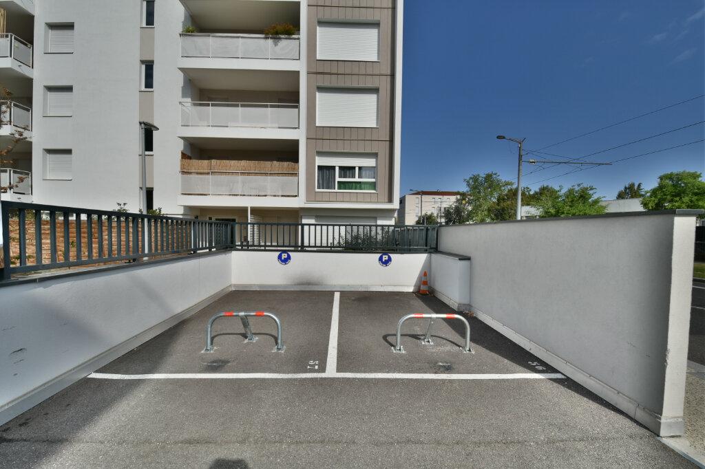 Stationnement à louer 0 12.5m2 à Saint-Priest vignette-1