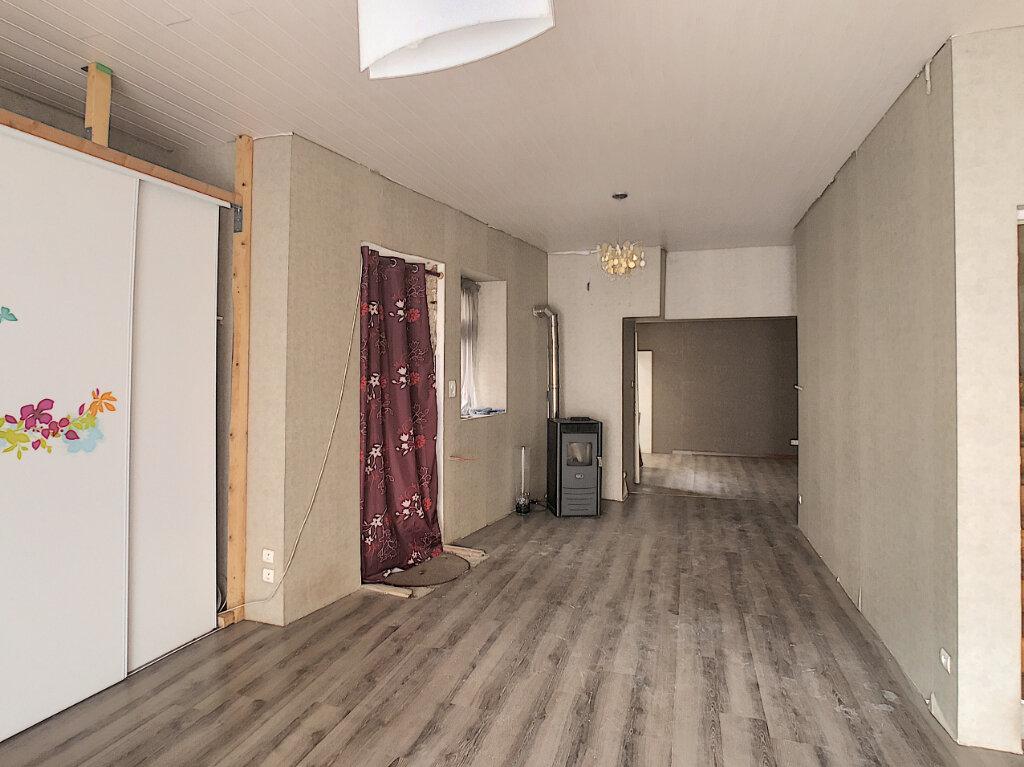 Maison à vendre 4 125m2 à Volvic vignette-2
