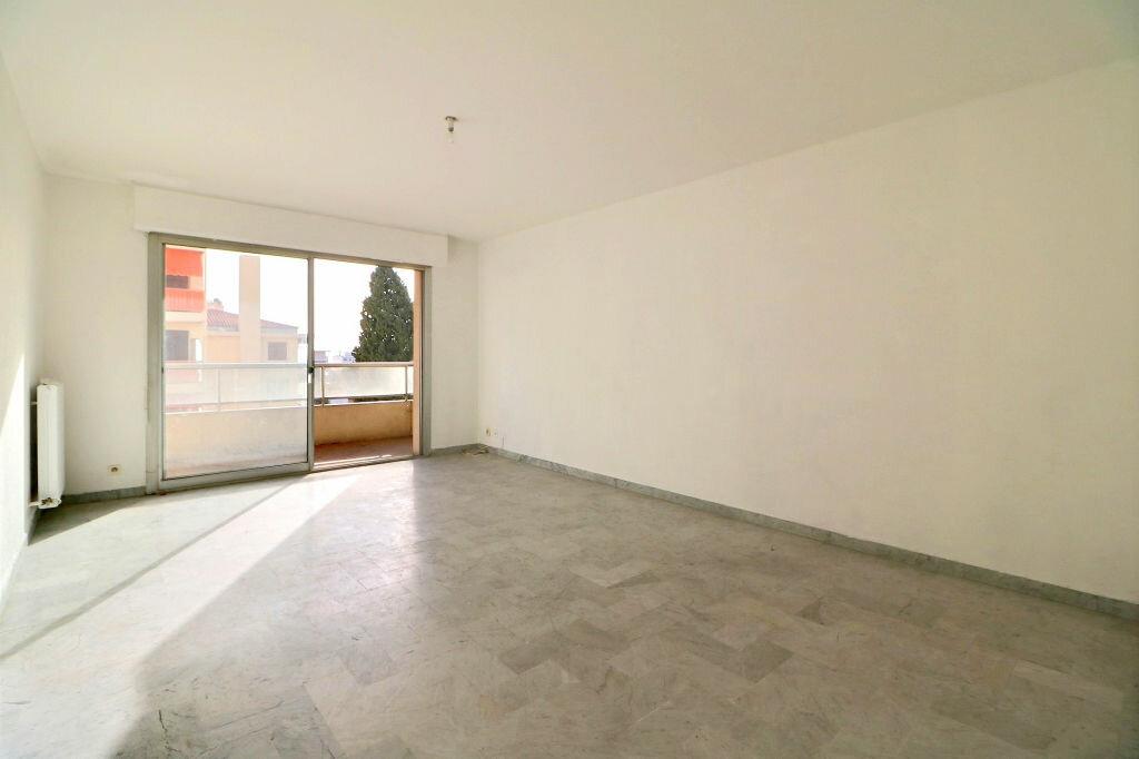 Appartement à vendre 3 69.7m2 à Roquebrune-Cap-Martin vignette-3