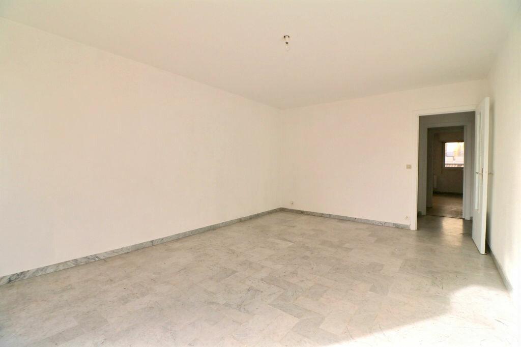 Appartement à vendre 3 69.7m2 à Roquebrune-Cap-Martin vignette-4
