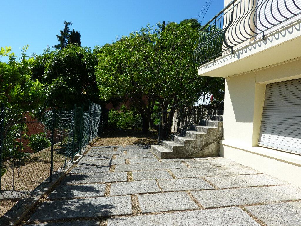 Appartement à louer 2 48.71m2 à Roquebrune-Cap-Martin vignette-1