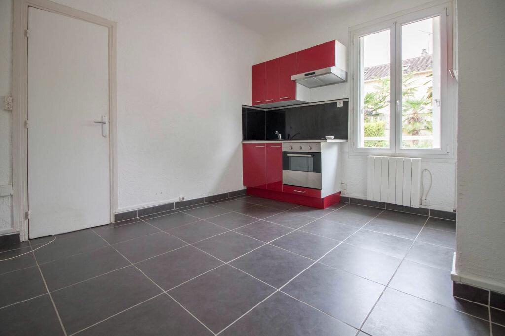 Appartement à louer 2 28.2m2 à Osny vignette-1