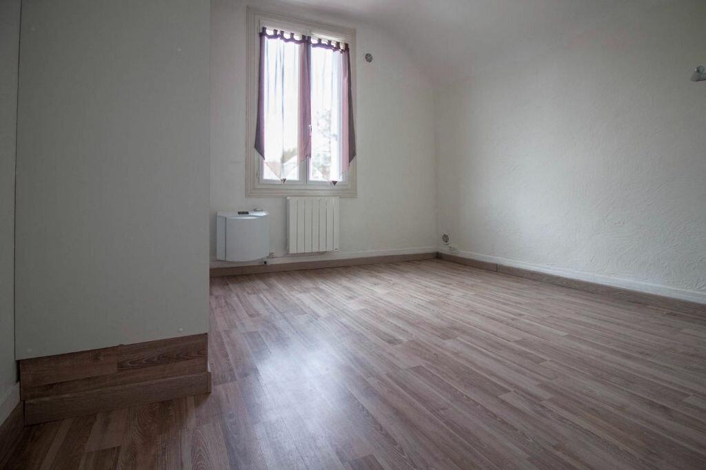 Appartement à louer 2 28.2m2 à Osny vignette-4