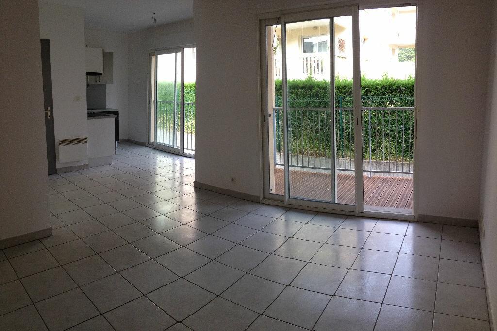 Appartement à louer 3 63m2 à Dax vignette-1