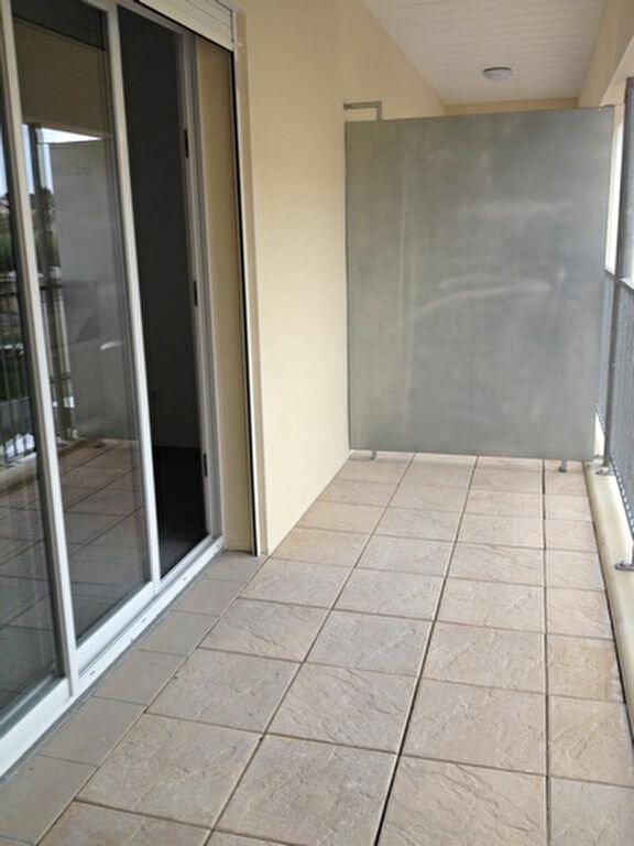 Appartement à louer 3 55.76m2 à Dax vignette-2