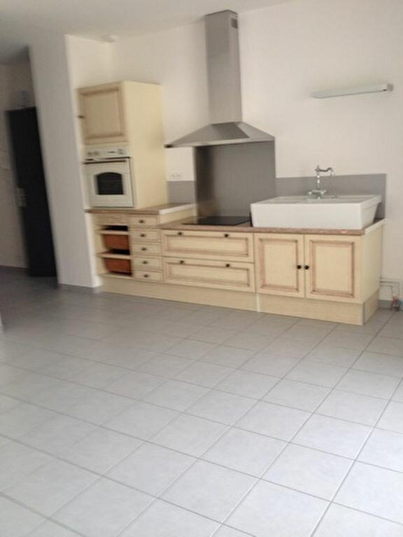 Appartement à louer 3 55.76m2 à Dax vignette-3