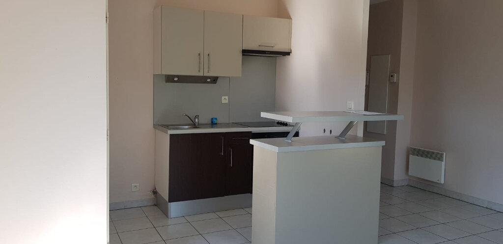 Appartement à louer 3 55.26m2 à Dax vignette-1