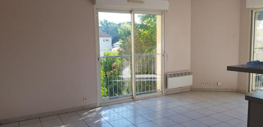 Appartement à louer 3 55.26m2 à Dax vignette-2