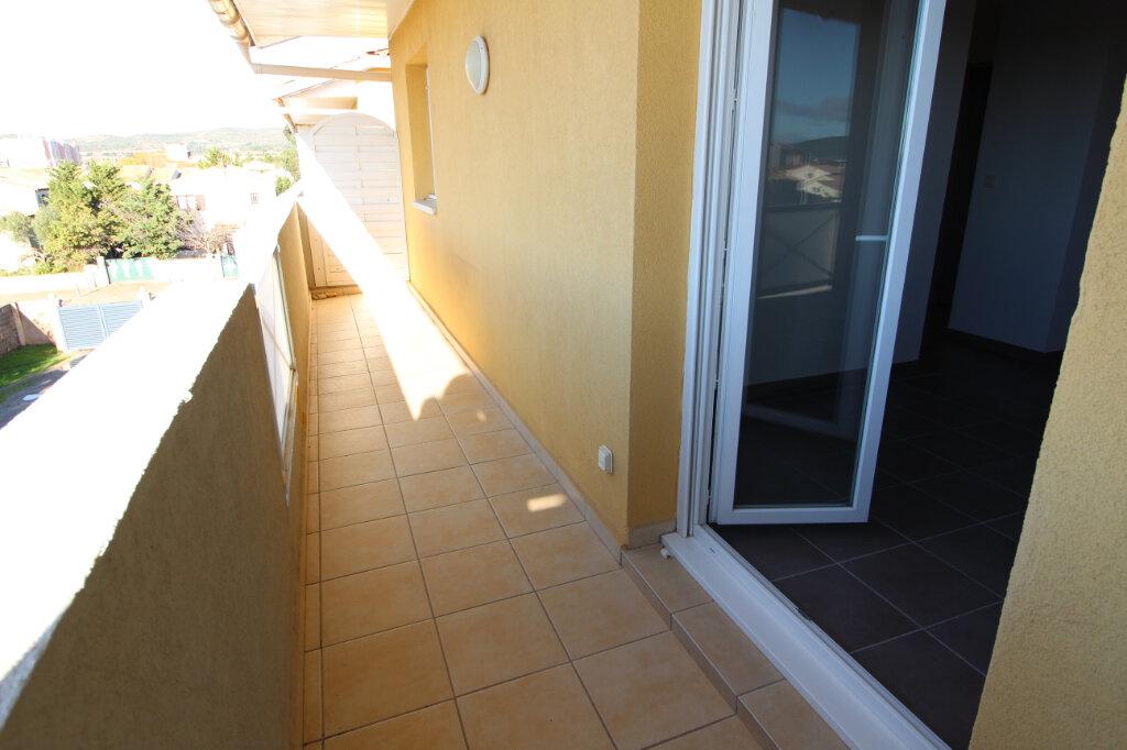 Appartement à louer 3 49.5m2 à Frontignan vignette-1