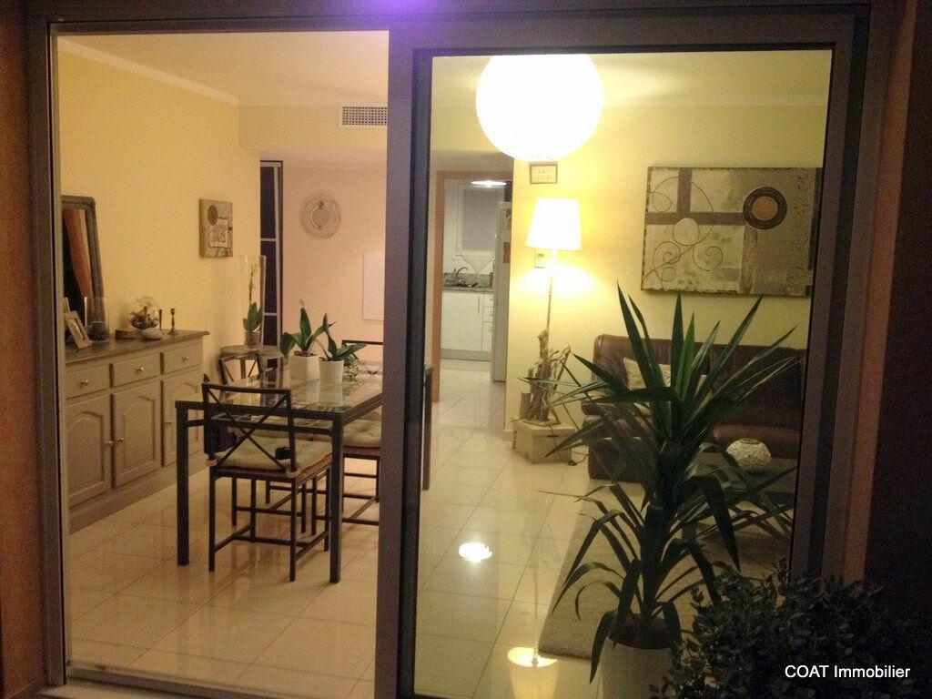 Appartement à louer 3 61.6m2 à La Roquebrussanne vignette-1