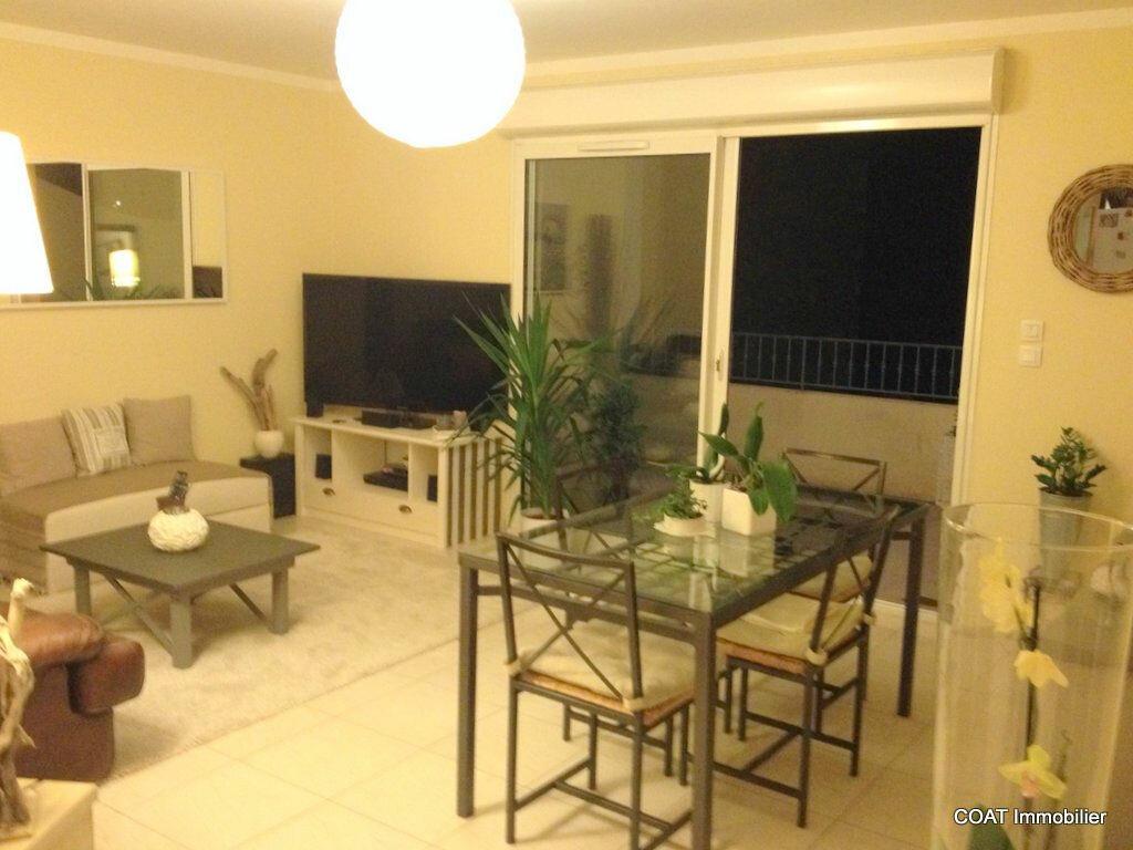 Appartement à louer 3 61.6m2 à La Roquebrussanne vignette-2
